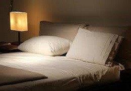 Comment savoir si votre matelas et vos oreillers nuisent à votre sommeil